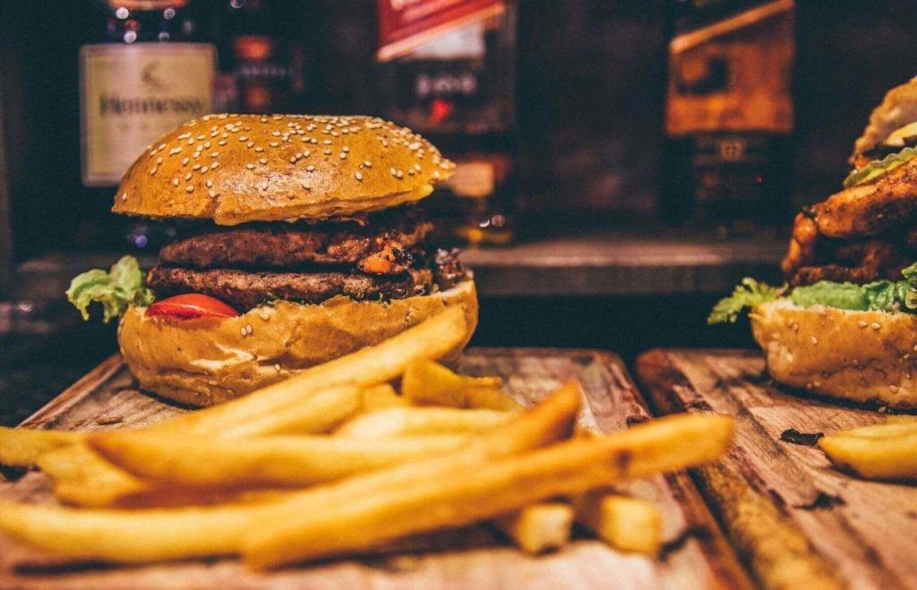 Egy piackutatás szerint a fiatal vegánok nagy veszélyt jelentenek a húsos éttermekre