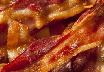Ingyen szalonnát kínált egy étterem, hogy lejárassa a Veganuárt, csúnyán megbukott