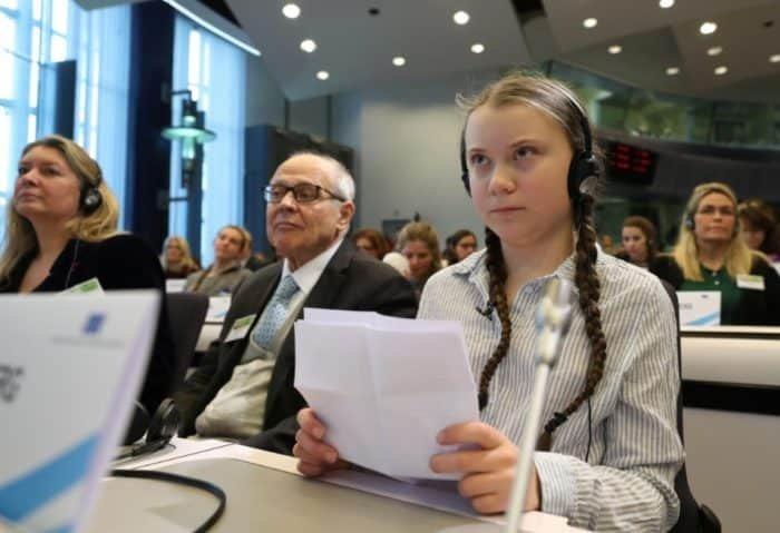 Greta Thunberg vegán és környezetvédő aktivista az EU gyűlésen