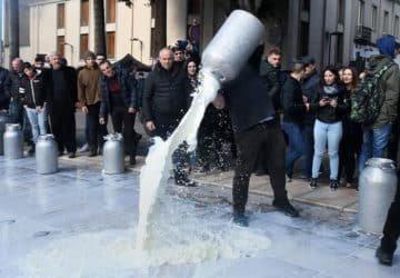 A tejipar 1.1 milliárd dollárt bukott