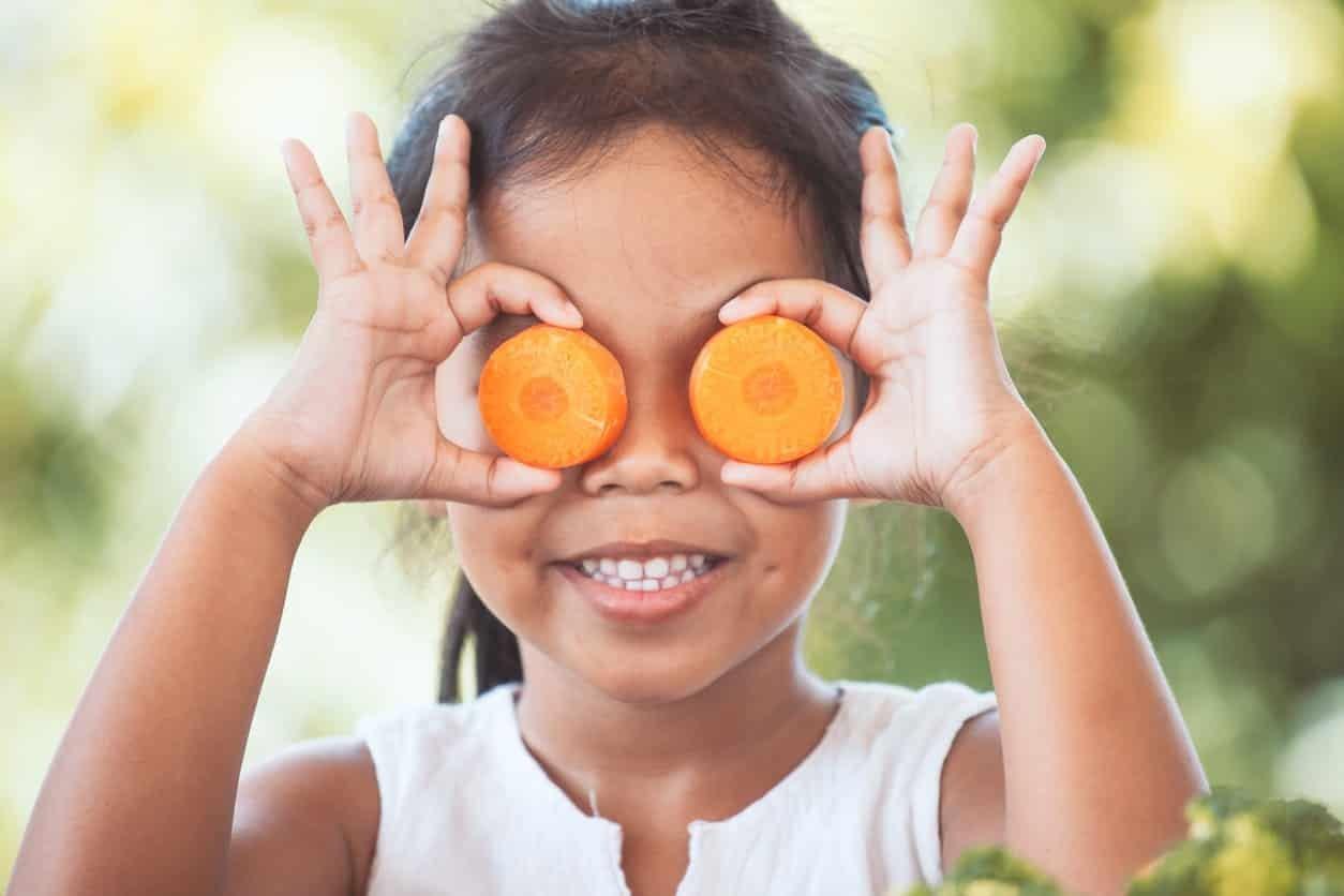 Hogyan nevelj gyümölcs és zöldségevő vegán gyerekeket