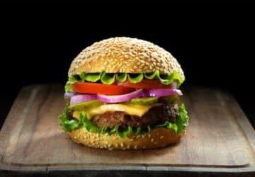 Vegán hamburgert a húsevők eszik