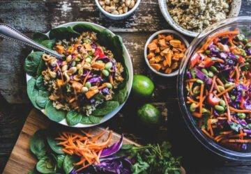 A növényi étrend megvédhet a COVID-19 súlyosabb szövődményeitől