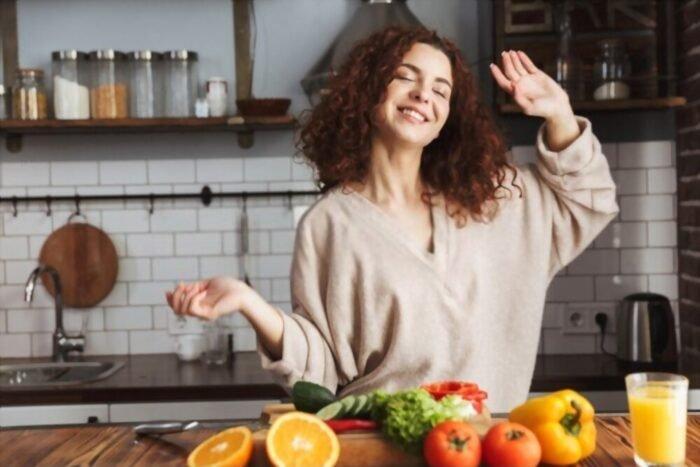Boldog nő a növényi étrendtől