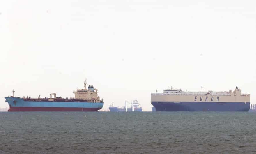 Szuezi-csatorna - élőállat szállító hajók ragadtak a vizen