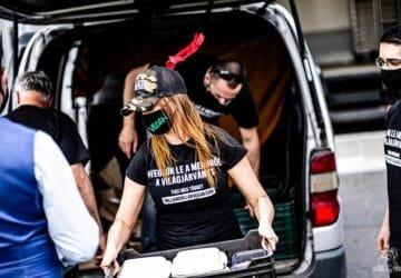 Vegán aktivisták vittek növényi ételt a Kiskunhalasi Semmelweis Kórháznak